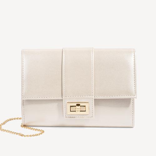 5e6a6bad4db29 Elegancka torebka kopertówka z odpinanym łańcuszkiem Clara różowa