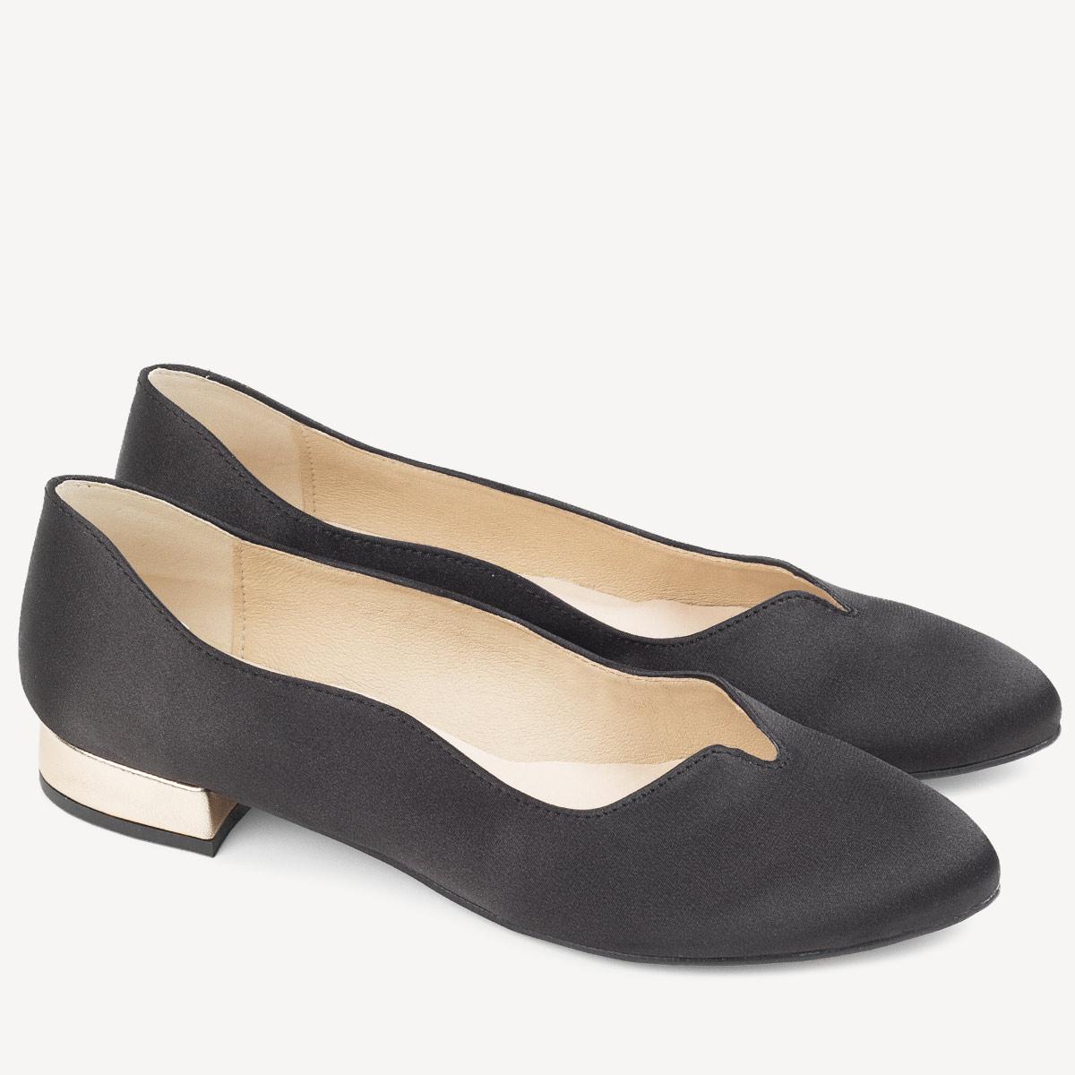 Czarne sandały lakierowane na niskim obcasie Rozmiar 37