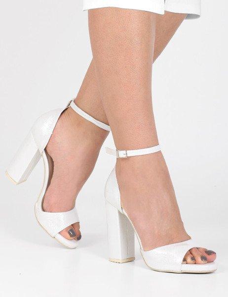 a84d5b6b132838 Ślubne lakierowane sandały na platformie Valencia srebrne   Sklep ...